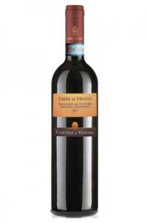 una bottiglia di Aglianico Del Vulture Terre di Orazio Vino Rosso al Ristorante Mangio Roma