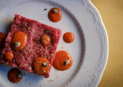 un piatto con tartare di manzo di Ristorante Mangio Roma